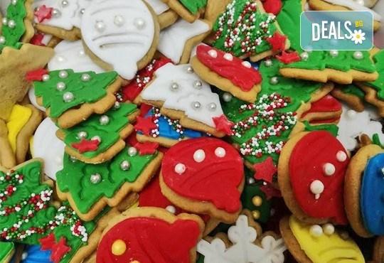 75 броя (един килограм) коледно-новогодишни меденки и бисквити с празнична декорация от Muffin House! - Снимка 1
