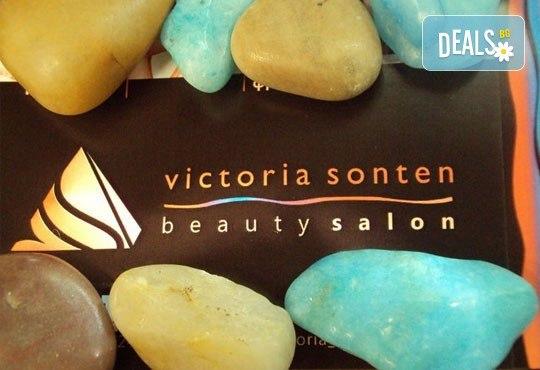 Празнична визия! Маникюр с гел лак, 10 декорации, терапия за коса и прическа по избор - плитки, кок, къдрдици и още в студио Victoria Sonten! - Снимка 4