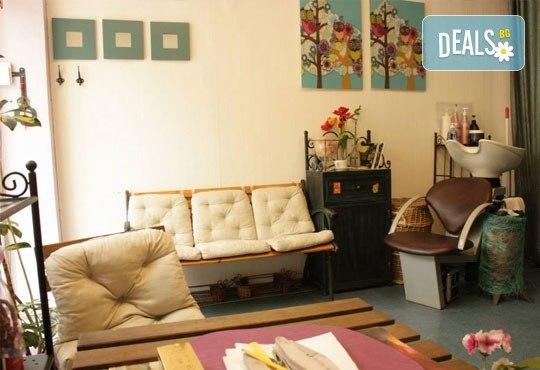 Празнична визия! Маникюр с гел лак, 10 декорации, терапия за коса и прическа по избор - плитки, кок, къдрдици и още в студио Victoria Sonten! - Снимка 6