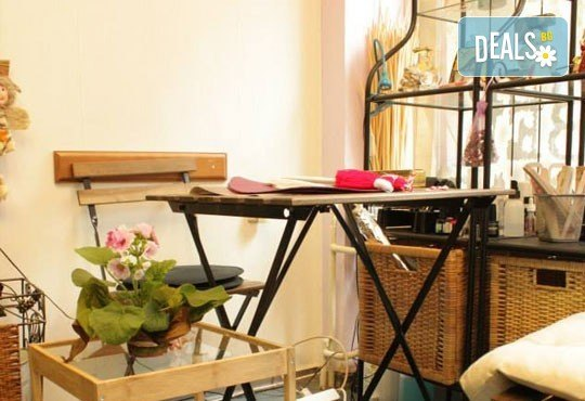Празнична визия! Маникюр с гел лак, 10 декорации, терапия за коса и прическа по избор - плитки, кок, къдрдици и още в студио Victoria Sonten! - Снимка 7