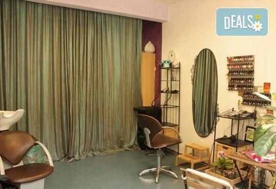 Празнична визия! Маникюр с гел лак, 10 декорации, терапия за коса и прическа по избор - плитки, кок, къдрдици и още в студио Victoria Sonten! - Снимка 5