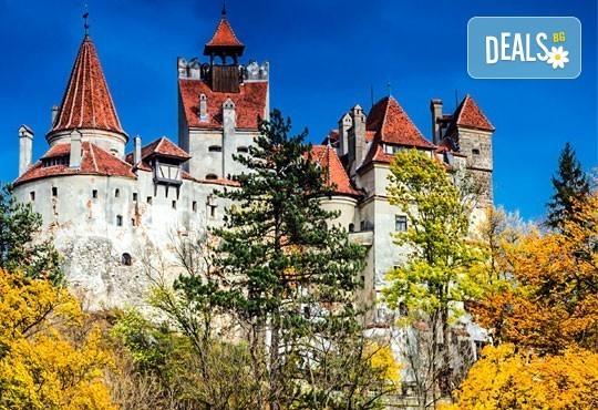 До Букурещ и Трансилвания през март или май! 2 нощувки със закуски и транспорт, посещение на Пелеш, Пелишор, Бран и замъка на Дракула - Снимка 1
