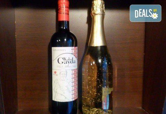 За празниците! Испанско синьо шардоне PASIONBLUE, австрийско златно шампанско ÖSTERREICH GOLD с 23 карата златни частици и българско червено вино Kaba Gayda от Винарната! - Снимка 3