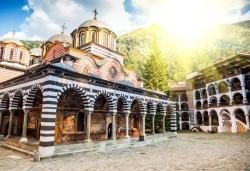 През март и април до Рилски манастир: 1 нощувка със закуска, транспорт
