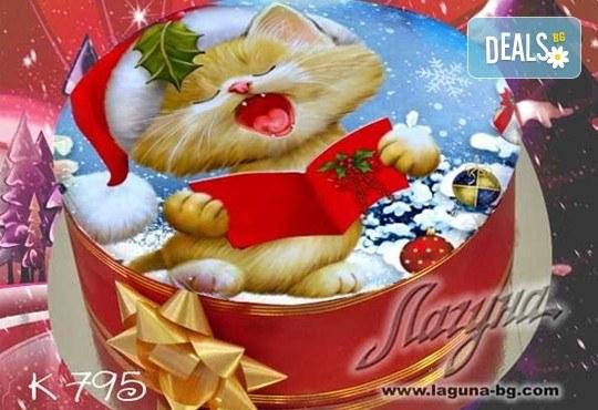 Коледни детски торти с весели коледни картички върху тях, вкус по избор - еклерова с баварски крем или шоколадова, еклерова торта Наоми от салон Лагуна! - Снимка 3