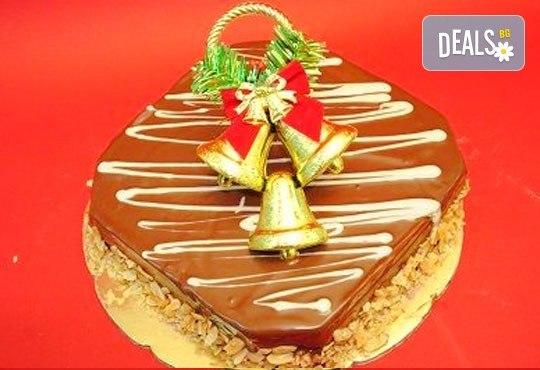 Зарадвайте семейството си с вкусна коледна торта с красива коледна играчка и с безплатни свещички, надпис и кутия от Виенски салон Лагуна! - Снимка 6
