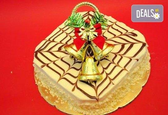 Зарадвайте семейството си с вкусна коледна торта с красива коледна играчка и с безплатни свещички, надпис и кутия от Виенски салон Лагуна! - Снимка 5