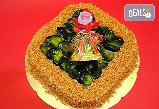 Зарадвайте семейството си с вкусна коледна торта с красива коледна играчка и с безплатни свещички, надпис и кутия от Виенски салон Лагуна! - Снимка 4