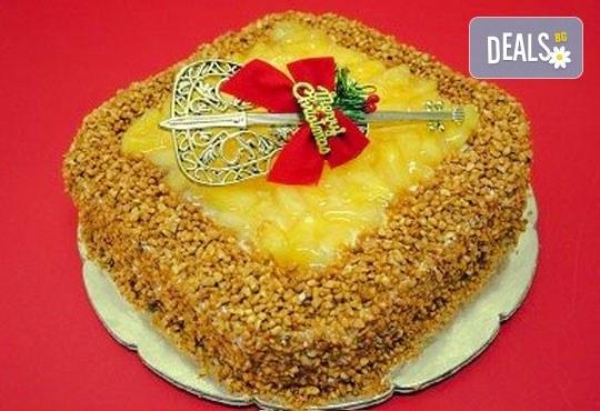 Зарадвайте семейството си с вкусна коледна торта с красива коледна играчка и с безплатни свещички, надпис и кутия от Виенски салон Лагуна! - Снимка 3