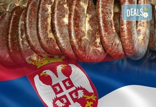 Посетете фестивала Пеглана Колбасица, за който се носят кулинарни легенди през вековете, един ден с транспорт и водач от агенция Поход! - Снимка 1