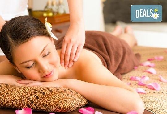 70-минутен релакс с класически или кралски смесен масаж на цяло тяло и бонус рефлексотерапия или релаксиращ масаж на стъпала в RG Style - Снимка 1