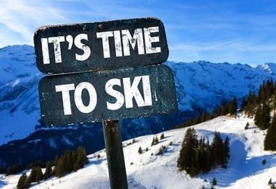 Време е за ски в Банско! Еднодневен наем на ски или сноуборд оборудване и безплатен трансфер до лифта, от Ски училище Rize!