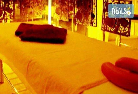 Релаксиращ масаж на цяло тяло с ароматни масла, масаж на лице и деколте и рефлексотерапия в салон Лаура стайл! - Снимка 6