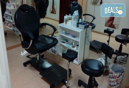 Релаксиращ масаж на цяло тяло с ароматни масла, масаж на лице и деколте и рефлексотерапия в салон Лаура стайл! - Снимка 10