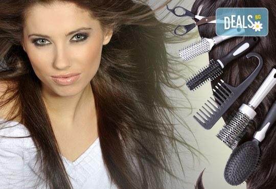 Подстригване с гореща ножица и подсушаване + терапия по избор според типа коса и инфраред преса в салон Женско царство! - Снимка 1