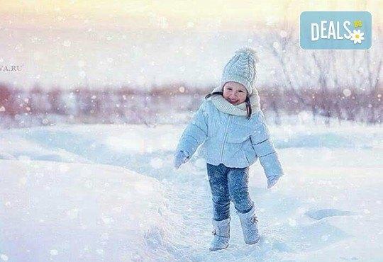Професионална едночасова детска, семейна, индивидуална фотосесия или с друга тематика по избор с неограничен брой кадри и с 20 обработени кадъра на открито от Olimpea Photography! - Снимка 4