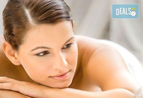 Релаксиращ масаж на цяло тяло с топли етерични масла с масаж на лице и деколте или рефлексотерапия и 30 минути сауна в салон Лаура стайл! - Снимка 2