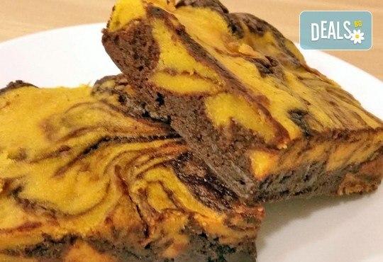 12 вкусни и плътни брауни с наситен какаов вкус, който се допълва от топлия вкус на тиква от сладкарница Cheesecakers! - Снимка 3