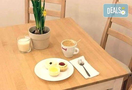 Вземете разтапящ сетивата класически чийзкейк и направете от него уникален шедьовър по Ваш вкус от сладкарница Cheesecakers! - Снимка 4