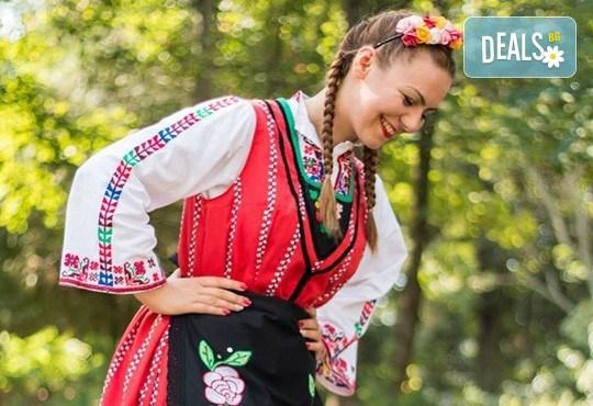 Запознайте се с автентичния български фолклор! 5 посещения на народни танци в клуб за народни танци Хороводец! - Снимка 5