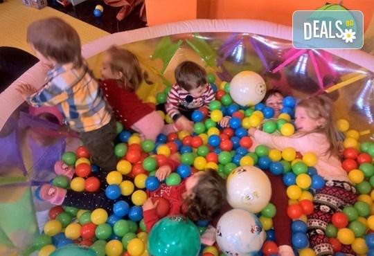 Спокойствие за Вас и забавление за Вашето дете! Специално предложение за почасова грижа за деца от център за ранно детско развитие Първите 5! - Снимка 1