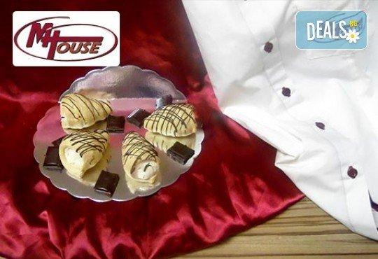Сбъднати фантазии! 50 или 100 броя сладки петифури микс в ШЕСТ различни вкусови стила от Muffin House - Снимка 10