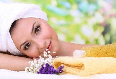 Поглезете се с класически, тонизиращ или релаксиращ масаж на цяло тяло с етерични масла във VALERIE BEAUTY STUDIO - Снимка