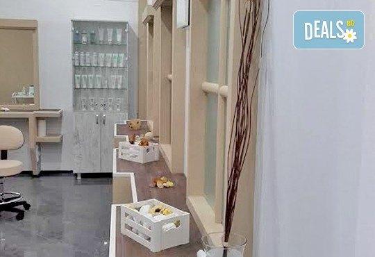 Инструментално почистване на лице с професионална козметика и бонус: почистване/оформяне на вежди във VALERIE BEAUTY STUDIO! - Снимка 5