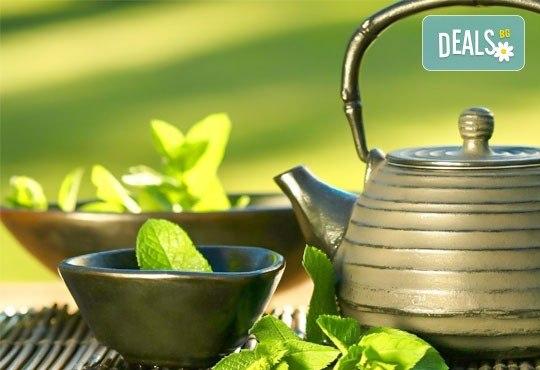 За нови сили и настроение! 60-минутен енергизиращ масаж с мента и зелен чай на цяло тяло, за преодоляване на умората и стреса, подарък: масаж на лице в студио GIRO! - Снимка 1