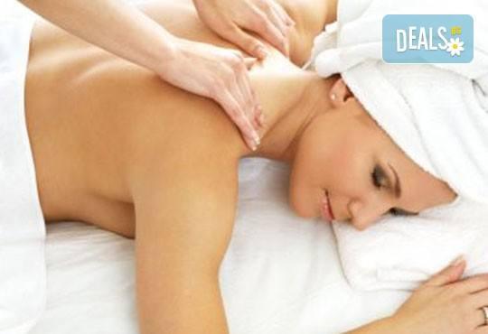 За нови сили и настроение! 60-минутен енергизиращ масаж с мента и зелен чай на цяло тяло, за преодоляване на умората и стреса, подарък: масаж на лице в студио GIRO! - Снимка 2