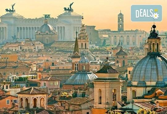 Отпразнувайте Свети Валентин в Рим! 3 нощувки със закуски в хотел 3*, самолетен билет, трансфери и панорамна обиколка! - Снимка 3