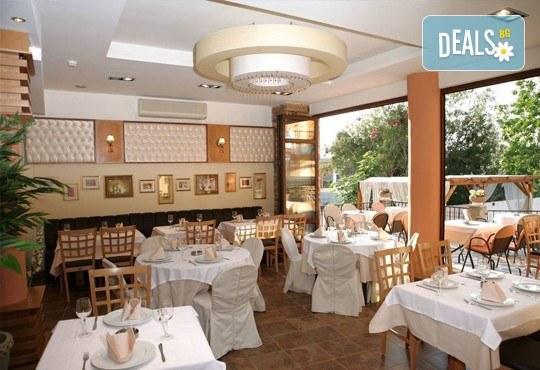 Великденски празници в Гърция, Халкидики! 3 нощувки със закуски и вечери в Calypso Hotel, транспорт и обиколка на Солун! - Снимка 4