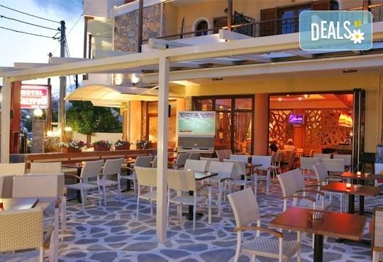 Великденски празници в Гърция, Халкидики! 3 нощувки със закуски и вечери в Calypso Hotel, транспорт и обиколка на Солун! - Снимка 5