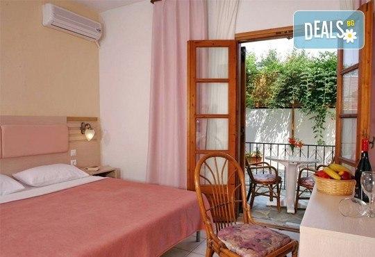 Великденски празници в Гърция, Халкидики! 3 нощувки със закуски и вечери в Calypso Hotel, транспорт и обиколка на Солун! - Снимка 2