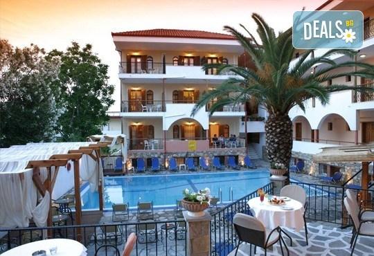Великденски празници в Гърция, Халкидики! 3 нощувки със закуски и вечери в Calypso Hotel, транспорт и обиколка на Солун! - Снимка 1