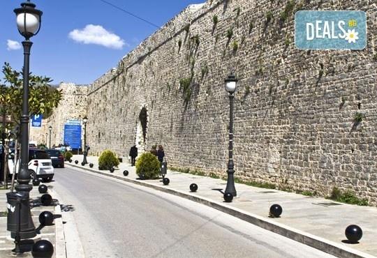 На карнавал в Науса, Гърция през февруари! 1 нощувка със закуска и транспорт, посещение на Вергина и екскурзовод! - Снимка 2