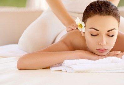 70-минутна терапия с класически, релаксиращ или тонизиращ масаж на цяло тяло по избор и бонус масаж на лице или стъпала в RG Style! - Снимка