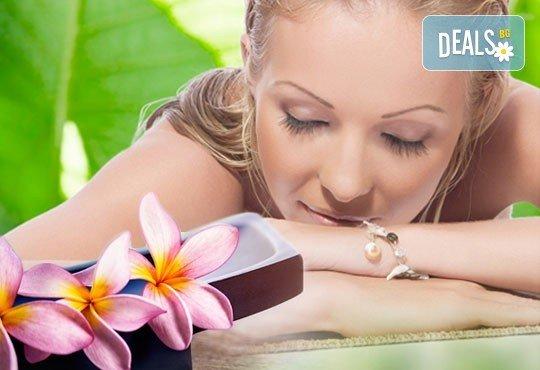 Аромомасаж с аромати по избор - лавандула, мента, евкалипт с похвати от хавайски, ломи ломи и класически масаж и бонус в RG Style - Снимка 3