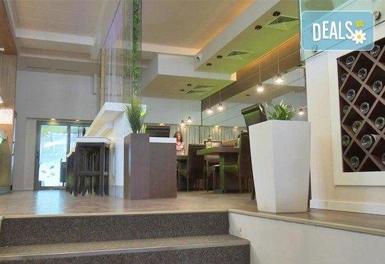 Неустоимо вкусно предложение! Вземете основно ястие и салата по избор в ресторант MFusion, Варна! - Снимка 6