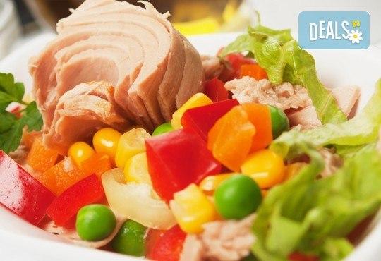 Неустоимо вкусно предложение! Вземете основно ястие и салата по избор в ресторант MFusion, Варна! - Снимка 2