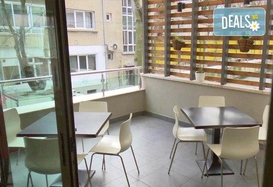Неустоимо вкусно предложение! Вземете основно ястие и салата по избор в ресторант MFusion, Варна! - Снимка 9