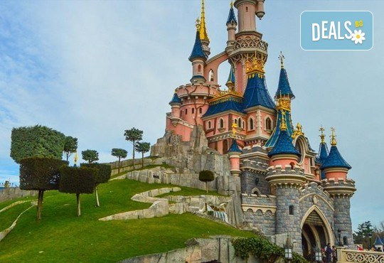 Екскурзия до Дисниленд в Париж за 1 юни! 4 нощувки със закуски в хотел по избор, самолетен билет, летищни такси и трансфери - Снимка 24
