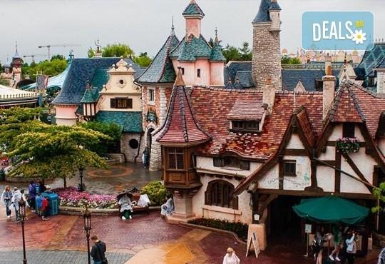 Екскурзия до Дисниленд в Париж за 1 юни! 4 нощувки със закуски в хотел по избор, самолетен билет, летищни такси и трансфери - Снимка 6