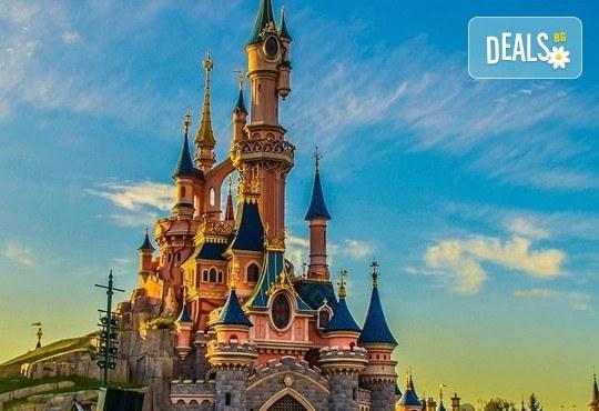 Екскурзия до Дисниленд в Париж за 1 юни! 4 нощувки със закуски в хотел по избор, самолетен билет, летищни такси и трансфери - Снимка 2