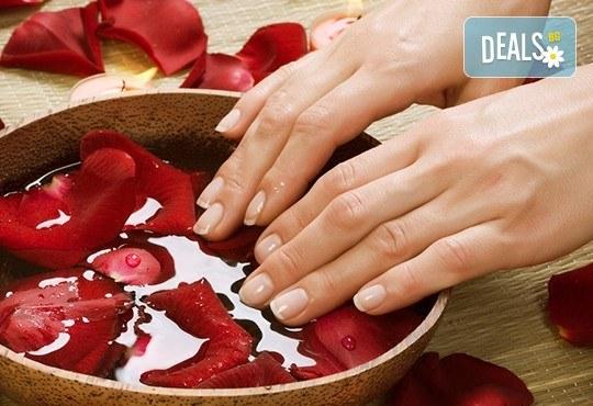 Ароматерапия на ръце с продукти на Rosa Damascena съчетана с витаминозна терапия за нокти, от Студио за красота Galina ! - Снимка 3