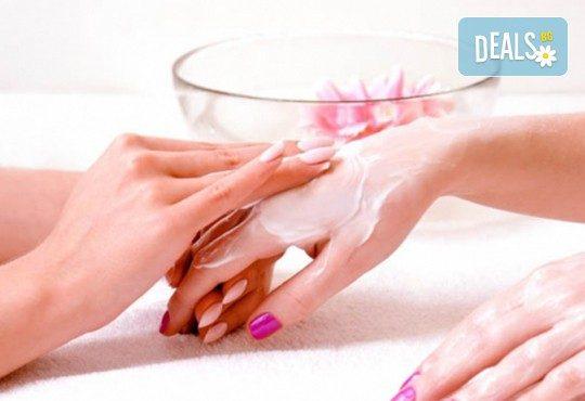 Ароматерапия на ръце с продукти на Rosa Damascena съчетана с витаминозна терапия за нокти, от Студио за красота Galina ! - Снимка 2