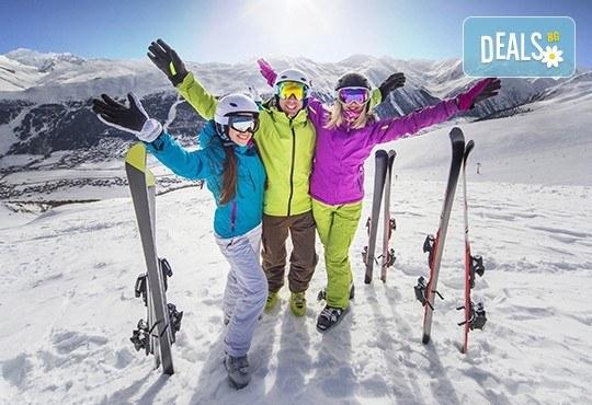 1 или 2 часа уроци по ски или сноуборд плюс оборудване за един човек от ски училище и гардероб Скиелит! - Снимка 1