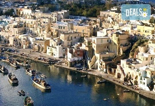 Екскурзия до южна Италия, от Неапол до Алберобелло, с Амадеус 7! 4 нощувки със закуски и вечери в хотел 3*, транспорт и богата програма - Снимка 1