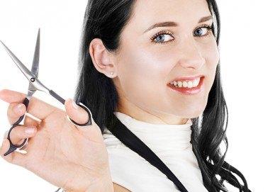 Масажно измиване, подстригване, дълбоко възстановяваща или хидратираща маска, кристали, стилизант и дифузер в салон за красота Виктория! - Снимка