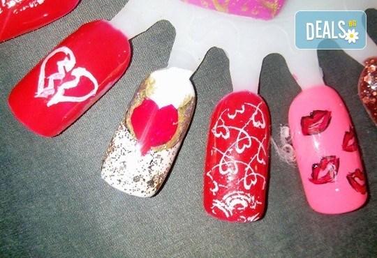 Празничен маникюр за Св. Валентин с гел лак BlueSky, с 2 или 4 декорации, вграждане на камъчета и надпис от Салон Мечта! - Снимка 1